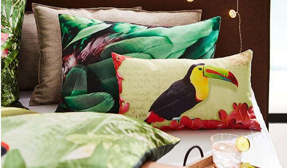 Bettwäsche und Kissen mit tropical Muster