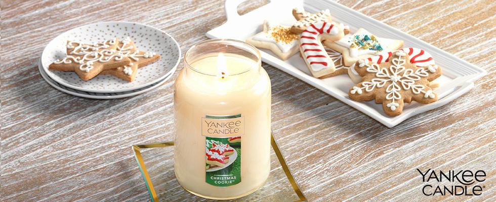 Yankee Candle Christmas Cookie auf Tisch mit Plätzchentellern