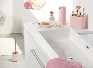 Dodatki za kopalnico v rožnati barvi