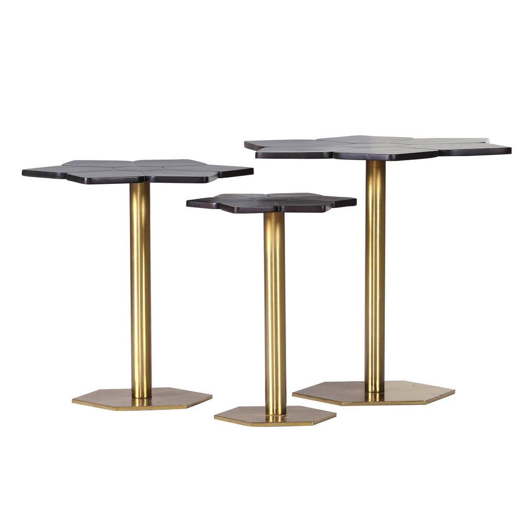 Designertische aus Massivholz und in Gold
